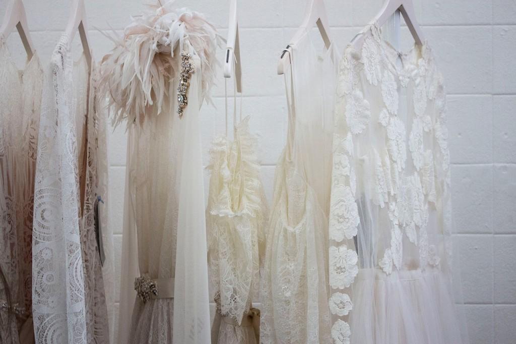closet_whitedress